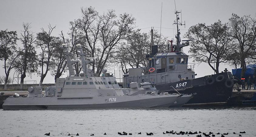 Три задержанных корабля украинских ВМС доставлены в Керчь, добрались своим ходом - источник