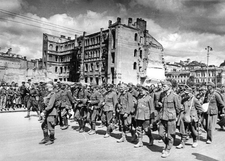 6 ноября 1943 года советские войска освободили Киев от фашистов