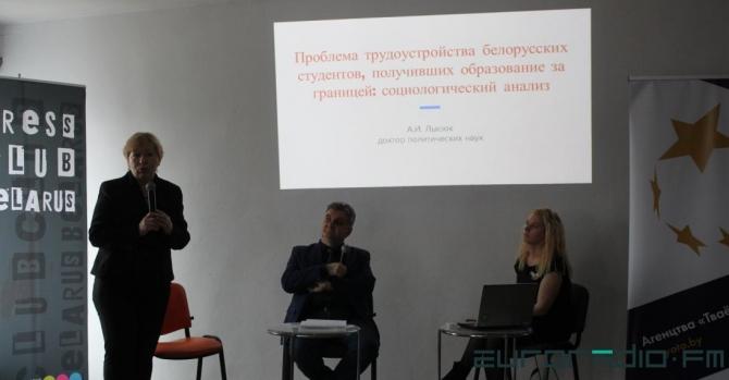 "На ""утечку мозгов"" из Беларуси влияет российская пропаганда"