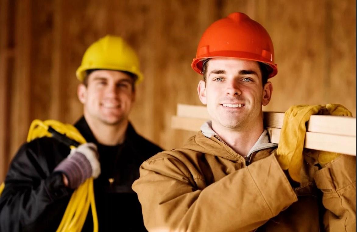 рабочие строят дом картинка строгий, менее удачный