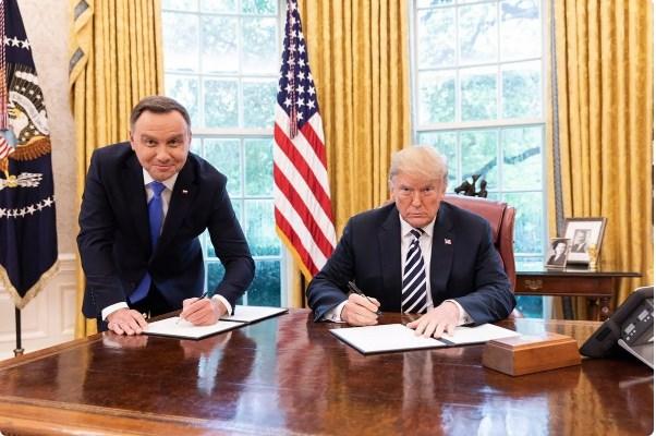 Польша решила нанести ядерный удар по России руками США