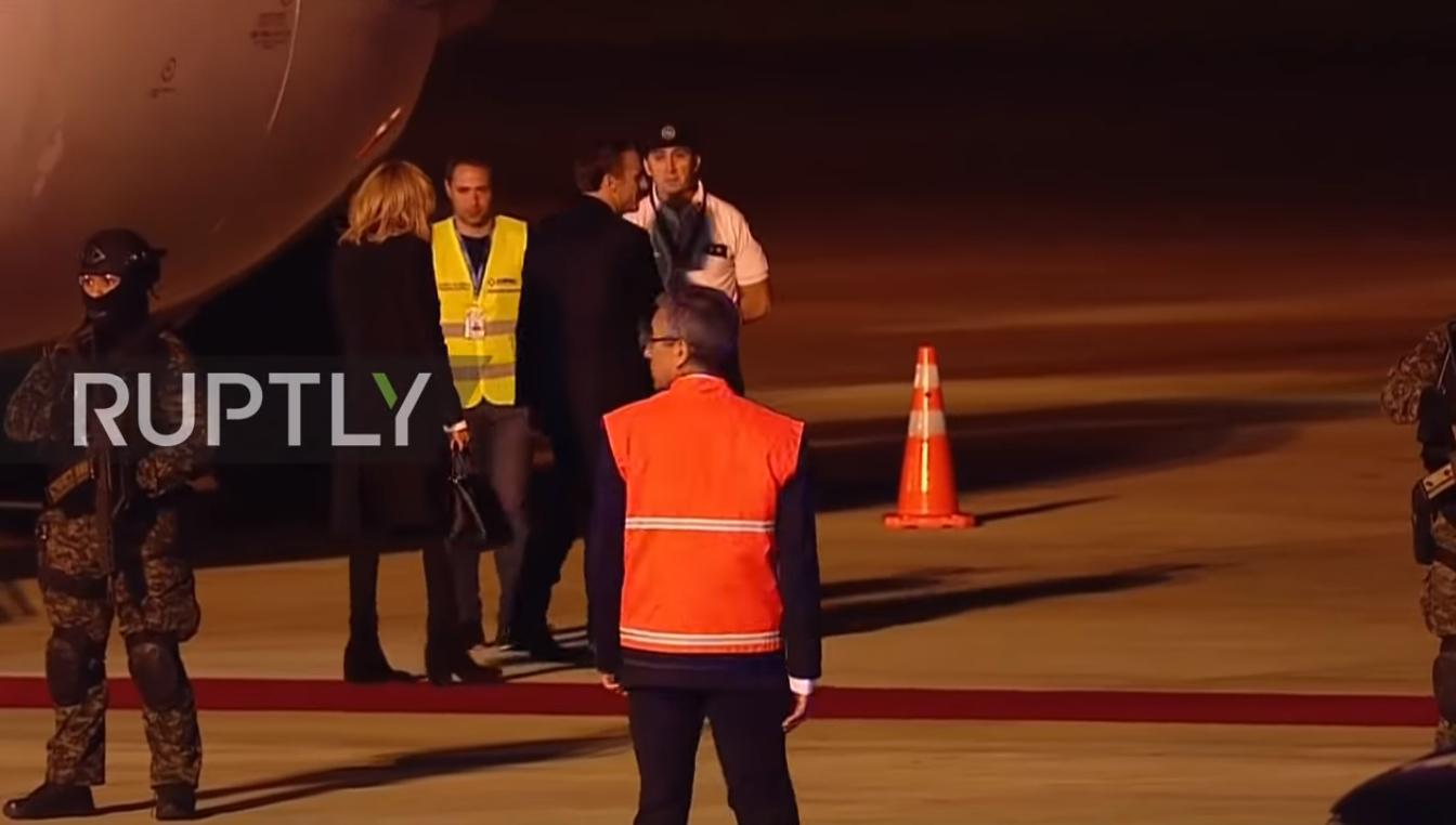 Президента Франции Эммануэля Макрона и его супругу Брижит по прилете в Буэнос-Айрес не встретили у трапа официальные лица Аргентины